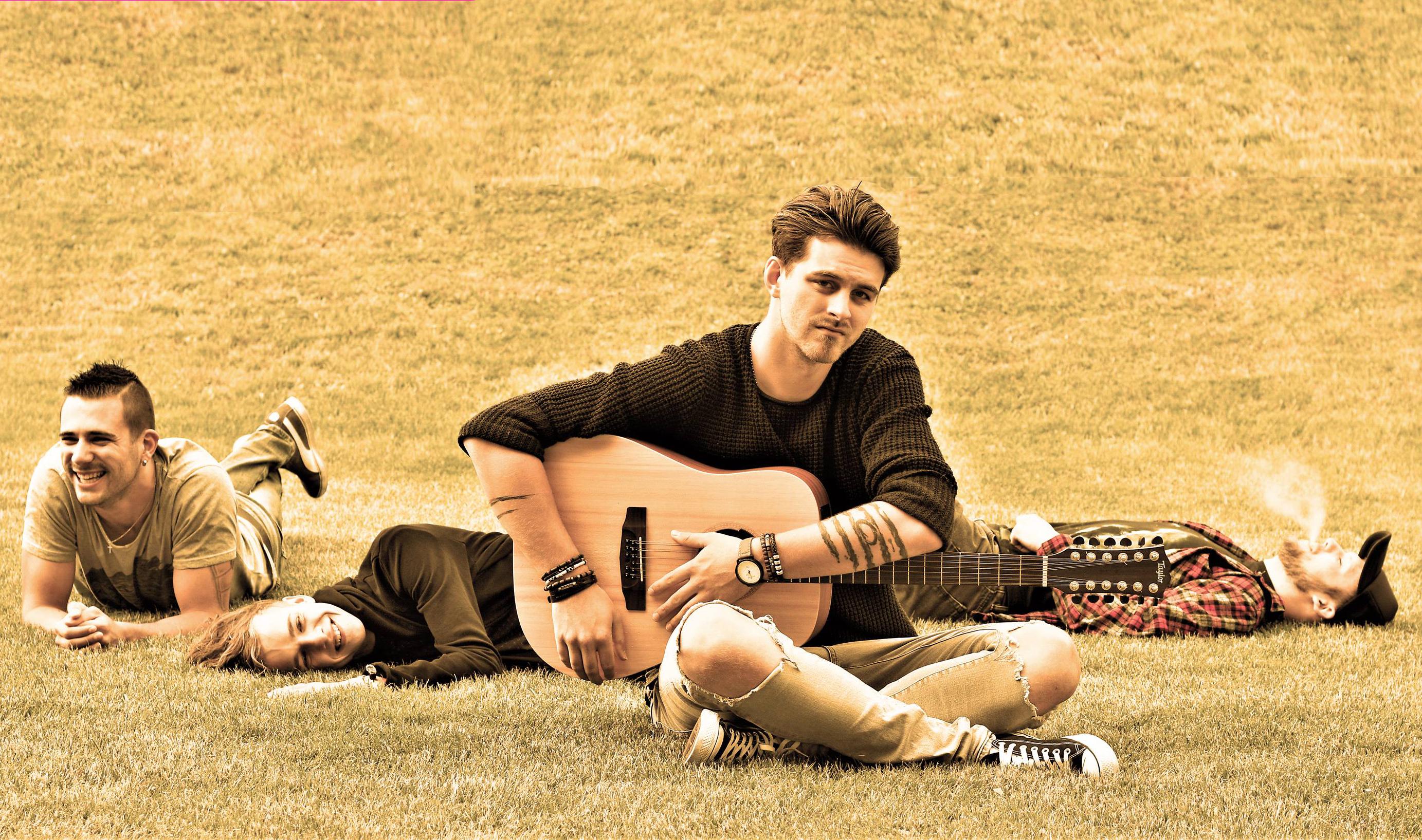 Kyanid na trávě